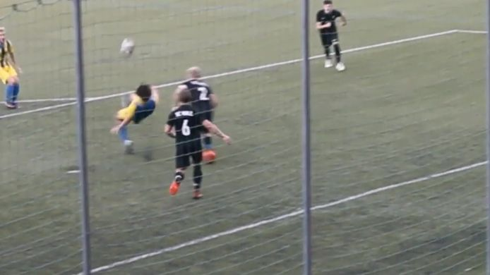 Fallrückzieher Jakob Möhwald zum 3:2-Sieg des TSV Bad Wiessee in doppelter Unterzahl gegen den SC Wall!