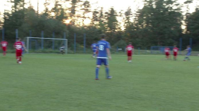 Siegtreffer vom Stürmer Pasieka vom Spiel SV Etzenricht gegen Bayernligisten ASV Cham, 1:0