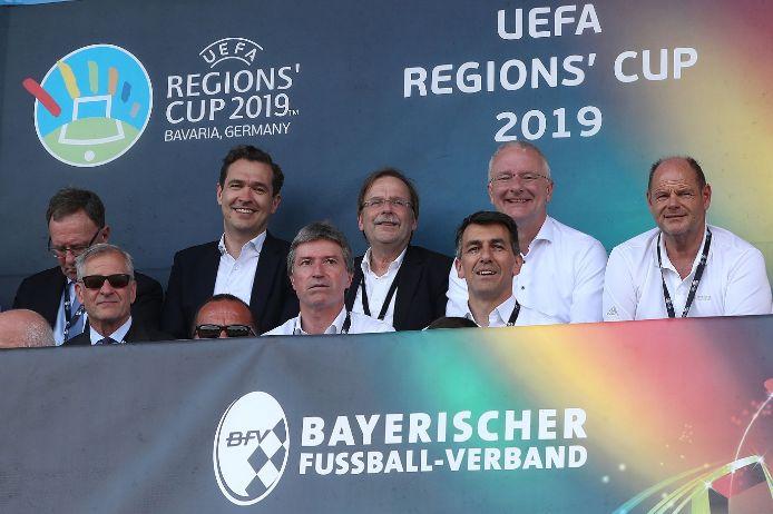 Prominent besetzt: Die Ehrengasttribüne beim UEFA Regions Cup in Landshut