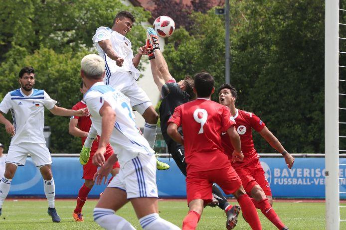 Henri Koudossou trifft beim UEFA Regions Cup zum 1:0 gegen die Türkei