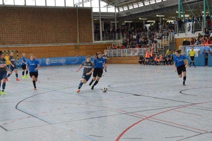 Zweikampf bei der Bayerischen Hallenmeisterschaft der B-Juniorinnen
