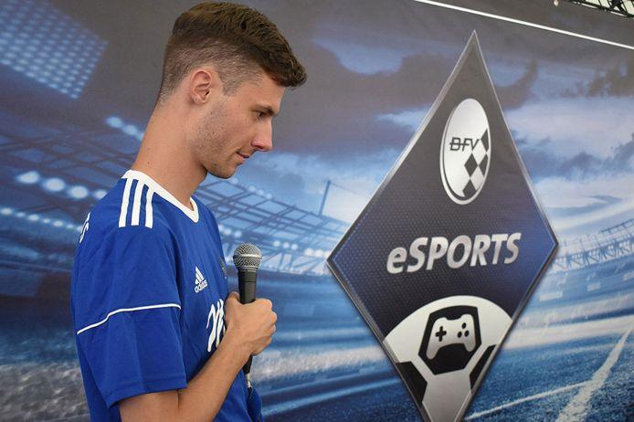 eFootball Lukas Hösch Badeschlappen eSport-Logo
