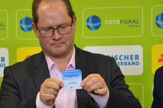 Xaver Faul bei der Auslosung der 2. Hauptrunde im Toto-Pokal-Wettbewerb.