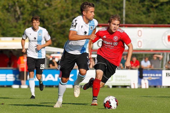 Spielszene beim Toto-Pokal-Spiel FT Schweinfurt gegen TSV 1860 München.