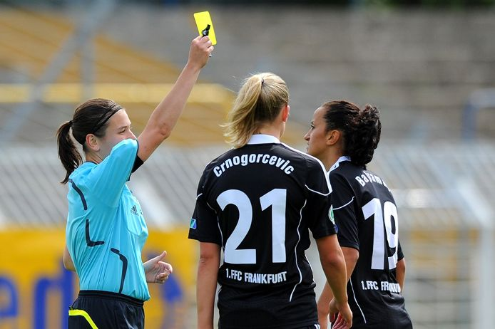 FIFA-Referee Angelika Söder