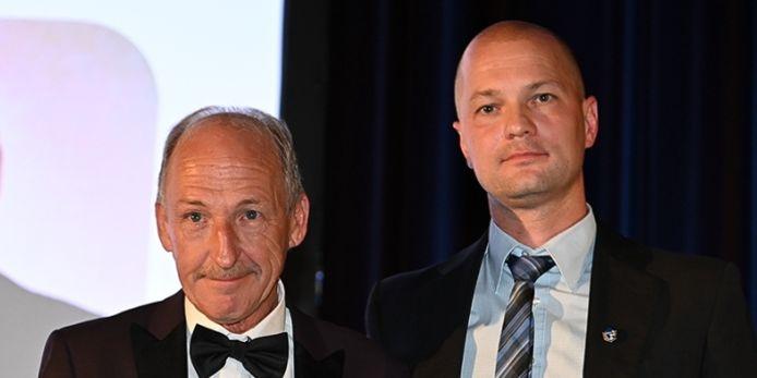 Der alte und der neue Gruppenschiedsrichterobmann: Hans Rößlein (links) übergab den Staffelstab in Nürnberg nach 30 Jahren an seinen Nachfolger Sven Bode.