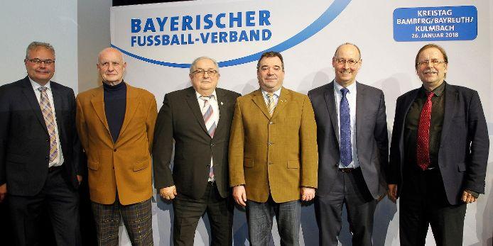 Der Kreisausschuss Bamberg/Bayreuth/Kulmbach mit BV Thomas Unger und Präsident Dr. Rainer Koch beim Kreistag 2018 in Kulmbach