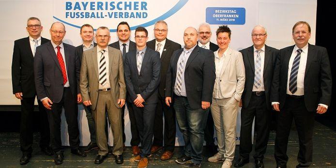 Der BFV-Bezirksausschuss Oberfranken mit Präsident Dr.Rainer Koch beim Bezirkstag 2018 in Wunsiedel