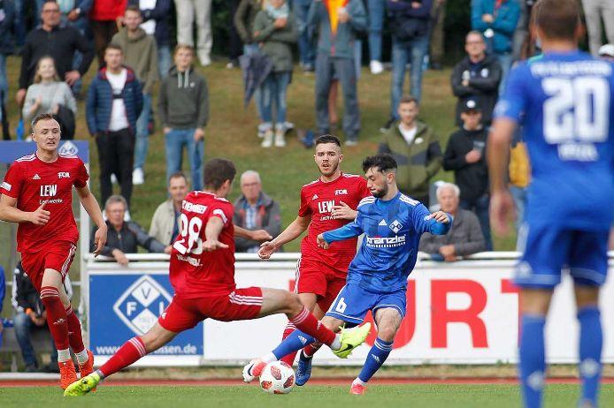 Spielszene beim Regionalliga-Eröffnungsspiel 2019/20 zwischen dem FV Illertissen und dem FC Memmingen.