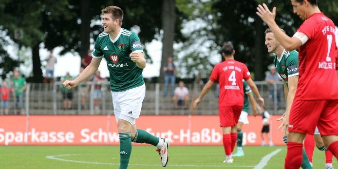 Kevin Fery (1. FC Schweinfurt 05) jubelt.