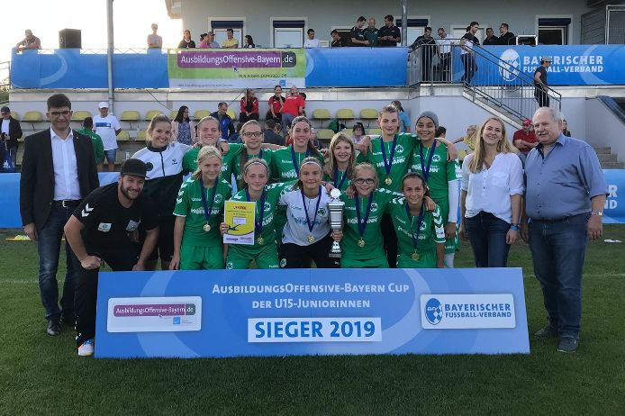 Die U15-Juniorinnen der SpVgg Greuther Fürth haben nach 2018 auch 2019 den AusbildungsOffensive-Bayern Cup gewonnen