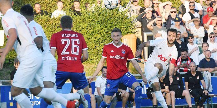 Spielszene im Toto-Pokal-Achtelfinale Türkgücü München gegen SpVgg Unterhaching