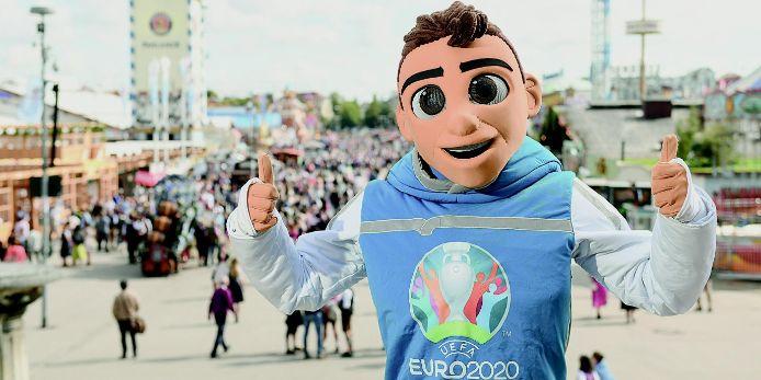 Zu Gast auf der Wiesn: Skillzy, das Maskottchen der EURO 2020.