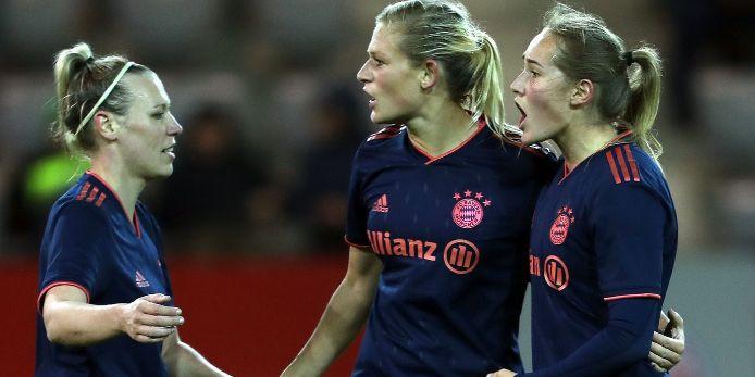 Die FC Bayern Frauen bejubeln einen Treffer in der Champions League.