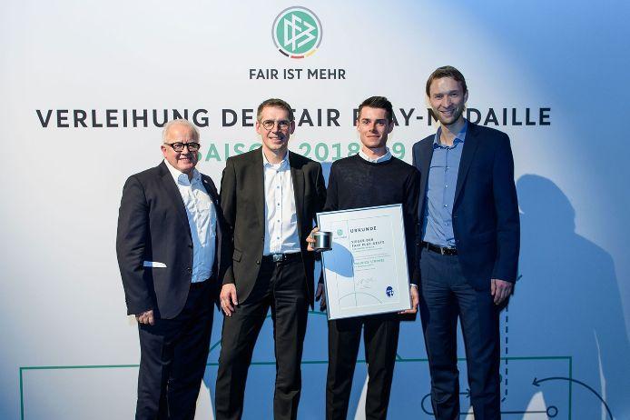 Maurice Strobel bei der Verliehung der DFB-Fairplay-Medaille 2019