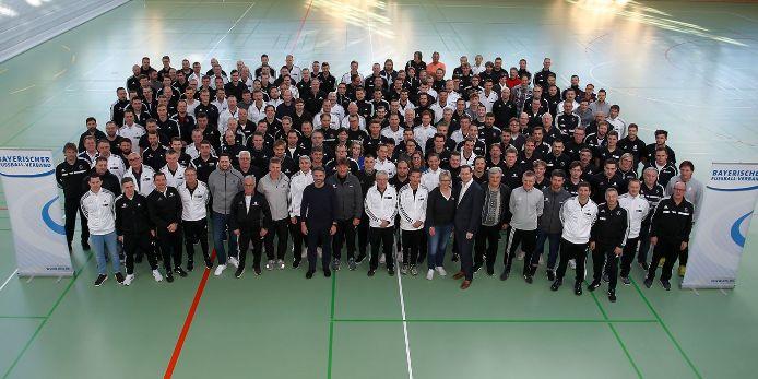 Die Teilnehmer des BFV-Trainersymposiums in Oberhaching.