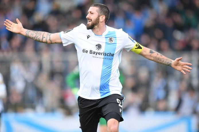 Sascha Mölders vom TSV 1860 München bejubelt einen Treffer gegen Eintracht Braunschweig.