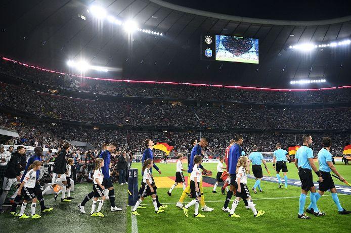 Einlaufkinder beim Länderspiel Deutschland gegen Frankreich 2018 in der Allianz Arena in München.