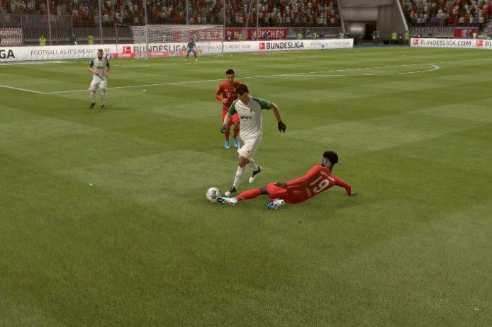 Spielszene aus dem Match Bayern-Augsburg bei FIFA 20 auf der Playstation 4.