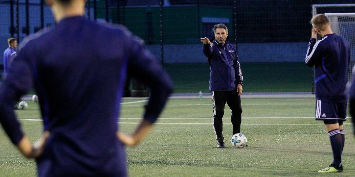 BFV-Cheftrainer Engin Yanova beim Training mit der BFV-Auswahl.