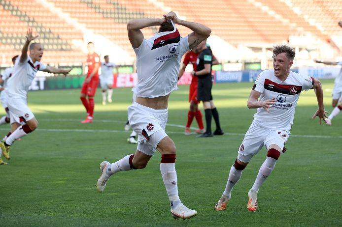 Fabian Schleusener trifft im Relegationsspiel für den 1. FC Nürnberg gegen den FC Ingolstadt 04.