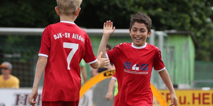 Kinder jubeln beim Funino-Turnier der Fußballiade 2019.