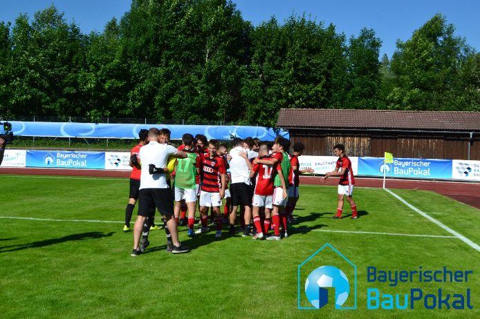 Die U15-Junioren des FC Ingolstadt 04 feiern den Gewinn des BauPokals.