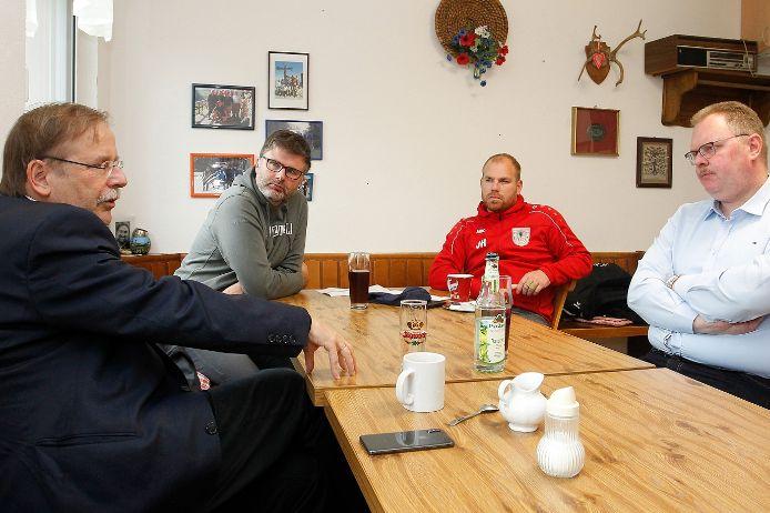 Rainer Koch zu Besuch beim TSV 1860 Weißenburg