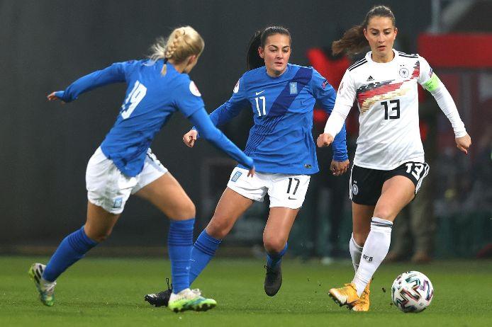 Sara Däbritz beim Ländespiel Deutschland gegen Griechenland in Ingolstadt im November 2020.