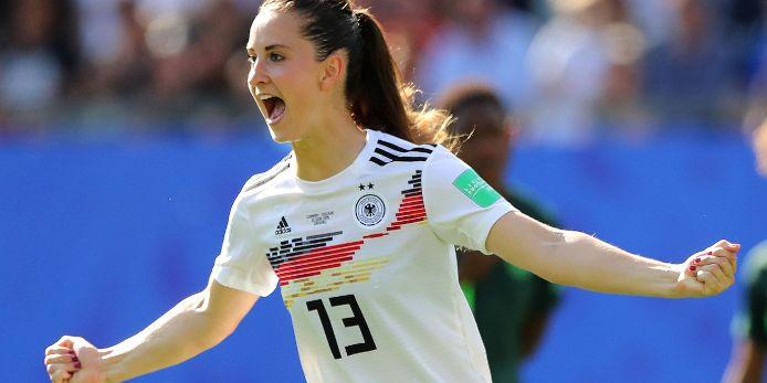 Sara Däbritz jubelt im Trikot der deutschen Nationalmannschaft.