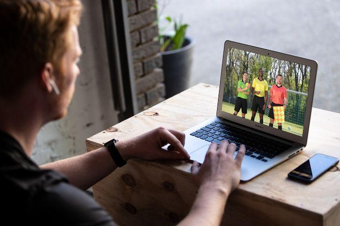 Der Bayerische Fußball-Verband (BFV) bietet den theoretischen Teil seiner offiziellen Schiedsrichter-Ausbildung auch 2021 wieder kostenlos als Online-Schulung an.