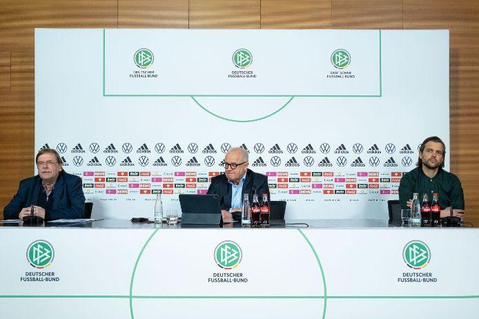 Rainer Koch, Fritz Keller und Leon Ries bei der DFB-Pressekonferenz zur bundesweiten Amateurfußball-Umfrage.