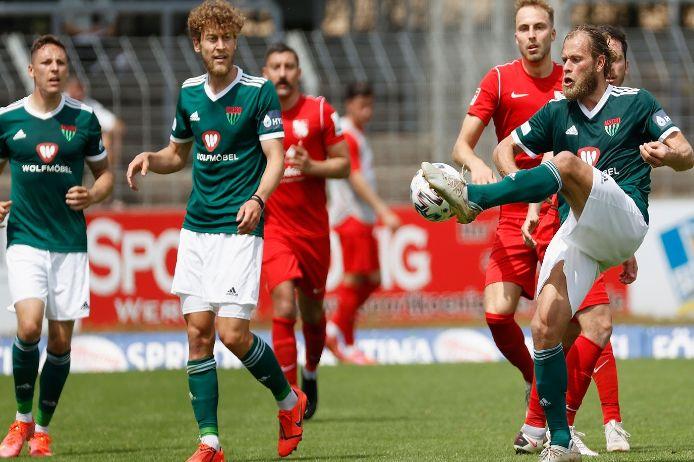 Spielszene im Aufstiegsspiel zwischen dem 1. FC Schweinfurt 05 und dem TSV Havelse.