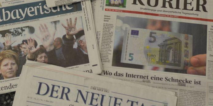 Feature Zeitungen Stapel